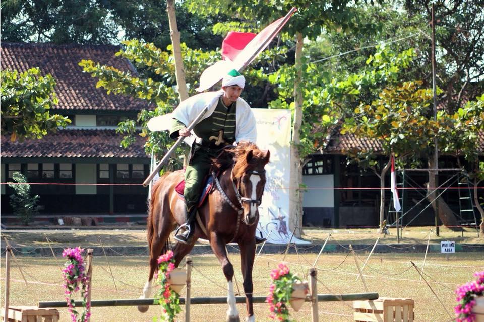 Busur Panah, Kuda dan Pernikahan